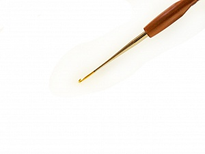 #14 - 0.90 mm Tulip brand plastic handle crochet hook. Length: 15 cm (6&). Made in Japan. #14 - 0.90 mm Brand Tulip, acs-133