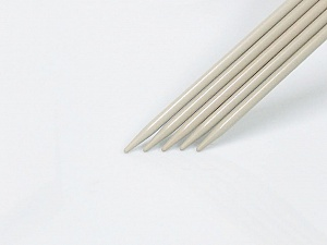 6 mm (US 10) Length: 30cm. Size: 6 mm (US 10) A set of 5 double-point knitting needles. Brand Ice Yarns, acs-1071