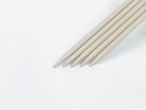 8 mm (US 11) Length: 30cm. Size: 8 mm (US 11) A set of 5 double-point knitting needles. Brand Ice Yarns, acs-1073