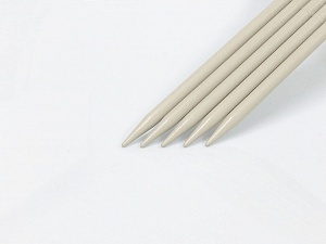 9 mm (US 13) Length: 30cm. Size: 9 mm (US 13) A set of 5 double-point knitting needles. Brand Ice Yarns, acs-1074