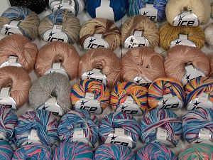 Fancy yarns In this list; you see most recent 50 mixed lots. <br> To see all <a href=&/mixed_lots/o/4#list&>CLICK HERE</a> (Old ones have much better deals)<hr> Brand Ice Yarns, fnt2-68554